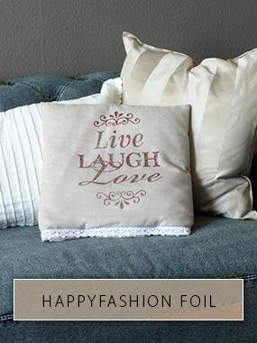 Live Laugh Love avec la technique utilisée et HappyFashion Foil imprimé sur une housse de coussin.