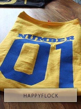 Le numéro de dos 01 imprimé d'une feuille de floc bleu sur un T-shirt jaune.